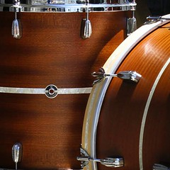 Satin Mahogany/Poplar/Mahogany with an antique white marine pearl inlay. Nice and subtle. #qdrumco #drums
