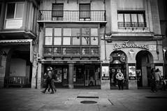 Hierba boutique [Explore] (BuRegreg) Tags: street calle spain streetphotography explore streetphoto rua rue pamplona navarra 2014 iruña callejera