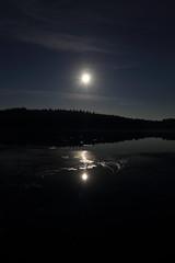 Moonlight_2014_09_07_0019 (FarmerJohnn) Tags: cloud moon lake reflection water night clouds canon suomi finland calm september silence midnight moonlight vesi kuu y laukaa jrvi pilvi keskinen syyskuu tyyni keskiy kuutamo valkola vedenpinta hiljaisuus septembermoon lakesurface canon7d heijatus anttospohja juhanianttonen ef1635l28iiusm