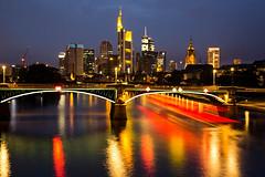 ffm-rkw-280614-7851-it (Rolf K. Wegst) Tags: urban rot skyline night deutschland evening abend wasser nacht frankfurt main stadt bewegung brcke fluss schiff lichter reflektion wolkenkratzer mainbrcke