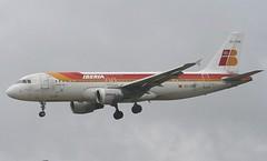 EC-FNR A320-211 Iberia (corkspotter / Paul Daly) Tags: london heathrow airbus ib lhr a320 iberia egll ibe a320211 ecfnr