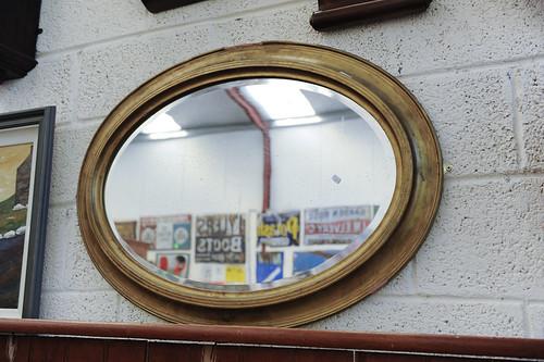 Oval gold framed chalk ornate mirror € 100