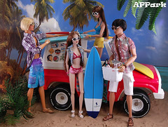 Goodbye, Summer! (APPark) Tags: dolls dioramas outdoors beach surfing summer jeep surfwagon fashionroyalty homme nuface giselle ayumi francisco pierre hawaii 16scale
