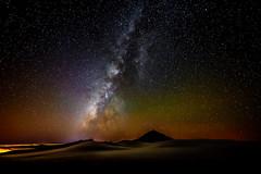 La Va Lctea sobre El Teide (Tenerife) asomando sobre su Mar de Nubes (pepoexpress - A few million thanks!) Tags: nikon nikond600 nikon1424mm nikon1424mmf28 d6001424mm nikond6001424mmf28 pepoexpress observatoriodelteideiac tenerife teide volcn mardenubes cloudssea night nocturna stars milkway photopills