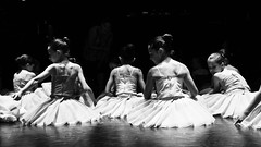 Young girls before the show (Nadia L*) Tags: danse dance spectacle show nb bw