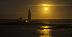Mary's Moon (Pureo) Tags: moon moonlight goldenhour stmarys still northeast northsea northeastengland huntersmoon reflections nightscape nightphotography canon canon6d canon70200f28isusm2