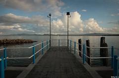 Ritorner.. mille e mille volte ancora .... ! (Betti52) Tags: castiglion del lago umbria italia passerella barca vela nubi
