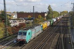 NMBS 2825 E 186 217 komt met de Sweden Xpress containertrein uit de richting Oberhausen station Emmerich binnen rijden richting Nederland 29-10-2016 (marcelwijers) Tags: nmbs 2825 e 186 217 komt met een containertrein uit de richting oberhausen station emmerich binnen rijden nederland 29102016 bruxellesb bombardier 34410 2008 traxx f140 ms eba 05e48kf 048 91 88 7186 2176 bb cobra corridor operations sncb db schenker rail b logistics schweden zweden xpress national green network malmö sweden belgië freight freighttrain