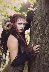 Elfia Arcen 2016-08194 (Andr Scherpenberg-Dedsharp Photography) Tags: elffantasyfair elfia elfiaarcen2016 fantasyevent costumeplay faun texture tree horns woman flare