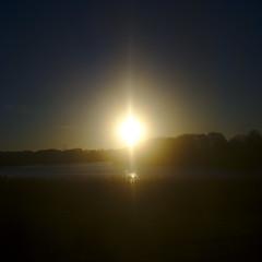Bonjour (smooth.bokeh) Tags: leperray commuting dirty lac lake leverdusoleil sale soleil sun sunrise train share