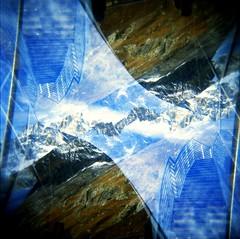 [Holga e le Sue Sorelle] Sky Way e il Monte Bianco (Urca) Tags: holgalomo201611120024 italia 2016 valledaosta skyway coumayeur holga lomo doppiaesposizione doubleexposure analogico 120 6x6 square medium multi