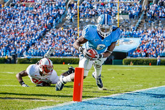 Carolina Football '10 (R24KBerg Photos) Tags: unc northcarolina anthonyelzy dive endzone tarheels heels carolina canon football sports chapelhill 2010 kenanstadium acc ncsu atlanticcoastconference