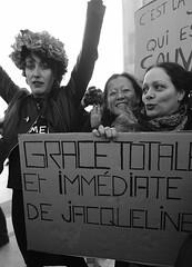 _DSF8617 (sergedignazio) Tags: france paris trocadéro tour eiffel street photography photographie rue fuji xpro2 manifestation rassemblement fenmen jacqueline sauvage justice prison
