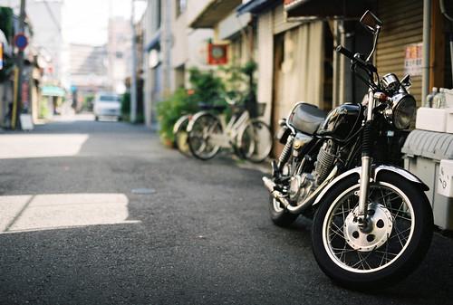 film japan 50mm fuji market sigma motorcycle yamaha fujifilm sr honmachi 市場 sigmasa9 商店街 fujicolorpro400 pro400 sa9 yamahasr 魚の棚 uontana sigma50mmf14art sigma5014art sigma50mmart
