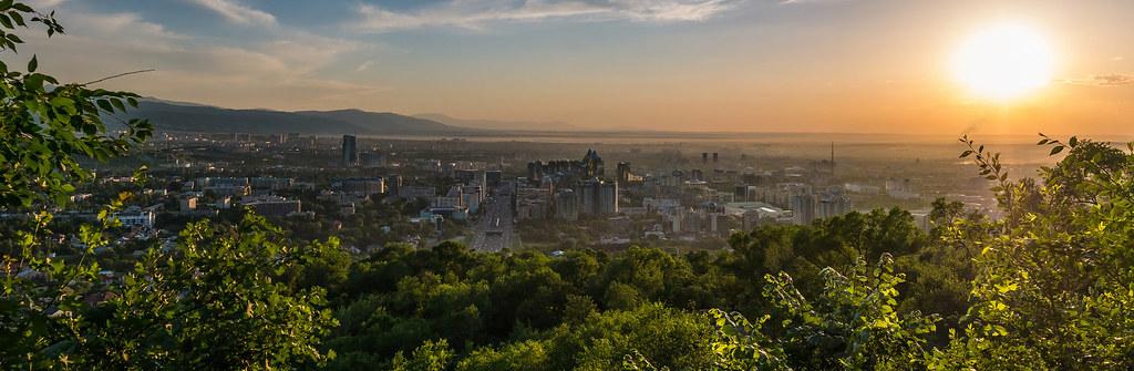 фото: Almaty sunset panorama