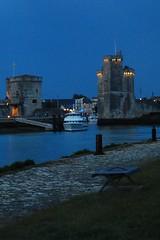 12 - La Rochelle Vue sur la vieille ville la nuit Les deux tours (melina1965) Tags: sky cloud june night clouds juin nikon façades ciel larochelle nuage nuages nuit façade 2014 charentemaritime poitoucharentes d80