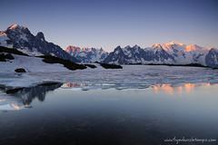 DSC_8572 (www.figedansletemps.com) Tags: mountain silhouette montagne alpes soleil rando coucher lac glacier reflet neige chamonix nuit nocturne montblanc lever randonne bouquetin voielacte aiguilleverte drus aiguillesrouges flgre chserys