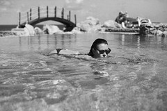 in the pool (gorbot.) Tags: summer blackandwhite swimmingpool sicily roberta sicilia canoneos5d santaflavia silverefex carlzeisszf50mmplanarf14 kafarahotel
