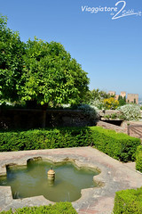 Alhambra, Giardini e Generalife (viaggiatoreda2soldi.it) Tags: world city travel vacation art gardens architecture spain nikon europa europe arte andalucia espana alhambra granada andalusia viaggi viaggio architettura vacanze spagna generalife giardini citt holidayphotos mondo aroundtheworld travelpictures travelphoto holidaypictures vacationpictures travelplanner fotovacanze fotoviaggi arteandalusa nikond3100 mirkozanoni viaggiatoreda2soldi immaginivacanze immaginiviaggi girareilmondo viaggiatoreda2soldiit palazzonazares andalusart