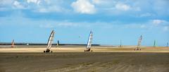 Toutes voiles dehors (Alexandre LAVIGNE) Tags: sport dunes ciel nuages paysage plage picardie entrainement baiedesomme charàvoile borddemer quendplage saintquentinentourmont louisengival scènedeplage pentaxk3 format2351 smcpentaxda12850135mmsdm