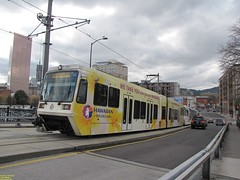2001 Siemens SD660 #327 & 1999 Siemens SD600 #252 (busdude) Tags: light max siemens rail area express trimet metropolitan lrv sd600 sd660