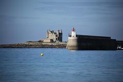 Quiberon, la digue et le Chateau Turpault (dbrothier) Tags: quiberon morbihan kiberen bretagne breizh canonfrance eos6d mer sea canon canonef100300mmf4556usm france yourbestoftoday seaside water flickr13 6d