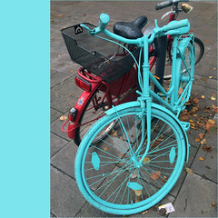 the blue bike (j.p.yef) Tags: peterfey jpyef yef bicycle blue red street germany hamburg streetart h