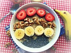 Gachas de avena (Recetas fciles con Cathy Prez) Tags: gachas avena fruta nueces semillas mieldeflores honey nuts fresas strawberries pltano banana amapola receta recipe desayuno cocina
