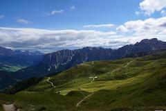 Ausblick von der Peitlerscharte - Sdtirol (okrakaro) Tags: peitlerscharte ausblick peitlerkofel dolomiten italien sdtirol berge wanderung natur landschaft wolken hiking mountains september 2016 wrzjoch