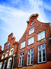Germania2016-13 (Felson.) Tags: vacanza viaggio holiday trip travel germania germany deutschland lubecca lubeck schleswigholstein case houses mattoni bricks tetto roof finestre windows cielo blu blue sky nuvole clouds