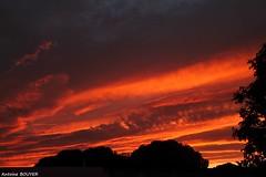 En soirée (antoinebouyer) Tags: rouge orange soirée temps météo ciel couvert sky cloud nuage