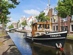 Verona crossing canal (andzwe) Tags: copyright holland netherlands start lumix © nederland panasonic verona brug drente anker drenthe herengracht sleepboot meppel grachtenfestival gh4 andzwe ©andzwe zuiderbrug panasoniclumixdmcgh4 panasonicdmcgh4