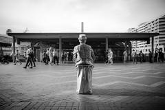Living statue street performer / Sydney, Australia / SML.20140314.6D.30892.BW