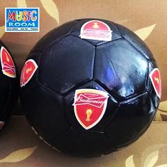 ลูกฟุตบอลบัดไวเซอร์แจกฟรี ๆ เลยครับ เข้าไปร่วมเล่นเกมได้ที่เพจมิวสิครูม คลิ๊กตามลิงค์นี้เลยครับ https://www.facebook.com/MusicRoomPub
