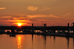 Setting sun (amanda.parker377) Tags: people reflections boats essex westmersea watchingthesunset