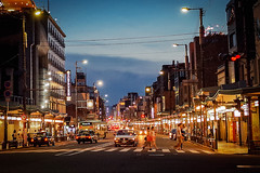 Gion Shijo () at Night () Tags: japan twilight kyoto nightshot   gion gr bluehour ricohgr shijo  grd  higashioji