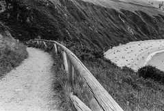 Beach II (greatkithain) Tags: bw espaa byn film flickr pentax iso400 asturias bn agosto hp5 ilford 2014 byw icapture analogico z20 niembro dzoom flickrstars flickraward pentaxz20 pentaxian bestofbw flickrestrellas pentaxart flickrglobal naturpixel mygearandme ringexcellence
