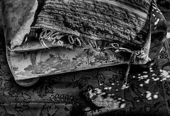 pouffe & pillow (deadzone) Tags: leicammonochrom earlymorninglight