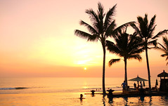 Legian Sunset (Larterman) Tags: bali indonesia seasia southeastasia south east asia asian travel travelphotos travelphotography legian sunset silhouette