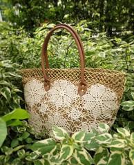 #กระเป๋าวัสดุธรรมชาติ #กระเป๋าโครเชต์ ข้างในลายดอกไม้สีชมพู Size: กว้าง 43 cm. สูง 28 cm. สายยาว 18 cm.  Price: 350 #ส่งฟรีแบบลงทะเบียน  inbox สอบถามได้ค่ะ ☺☺ Line id: whitewitch.love  #bagthailand #pinterestbag #vintagebag #bagvintage #bagshopthai #bag #