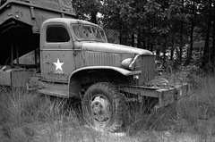 18th of September 2016, Wings of Liberation Museum (Ronald_H) Tags: 18th september 2016 wings liberation museum best bw leica m2 rangefinder film ilford fp4 diafine wwii war militay vehicle cckw truck
