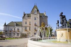 Mairie, Meursault, Bourgogne, France (Thierry Hoppe) Tags: hoteldeville meursault bourgogne france centre ville burgundy jetdeau fountain mairie routedesgrandscrus