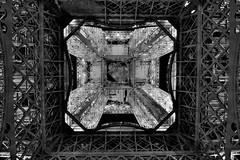 Contre-plonge sous la Tour Eiffel (hboutrouille) Tags: contreplonge toureiffel