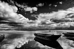 boats on the lake #6 (wianphoto) Tags: trees sky blackandwhite lake cold reflection water clouds germany boat photo shadows cloudy filter shore february polarfilter boatonthelake canon550d canoneos550d tokinaatx124af1224mmf4dx wianphoto