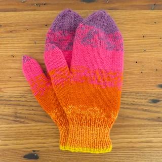 Knit Picky Patterns From Allfreeknitting : Ravelry: Sunset Stripes Mittens pattern by Kathy Lewinski