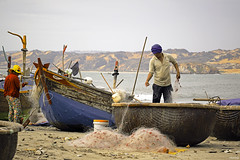Working at the beach (-clicking-) Tags: life net beach asian boats fisherman asia working vietnam