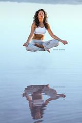 A dos metros (Supertal) Tags: people yoga canon agua salinas reflejo sal asana levitar torrevieja meditar sukhasana yogicflying supertal easypose eos7d