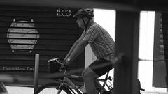 Contrarreloj/Time trial (Joe Lomas) Tags: street leica urban france calle candid m8 reality streetphoto urbano francia biarritz urbanphoto realidad callejero robado robados realphoto fotourbana fotoenlacalle fotoreal photostakenwithaleica leicaphoto