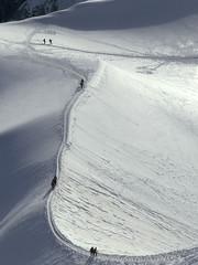Chamonix-Mont-Blanc, arte du plan de l'aiguille (Ytierny) Tags: france vertical montagne altitude trace glacier neige midi chamonix ville montblanc chemin alpinisme massif randonne hautesavoie valleblanche sommet valle aiguille corde arte plandelaiguille alpesdunord ytierny
