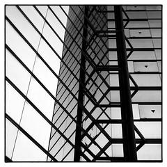 @Minami Aoyama, Tokyo. (Masahiko Kuroki (a.k.a miyabean)) Tags: bw architecture square noiretblanc explore 南青山 fujixe1 olympusfzuiko1732mm